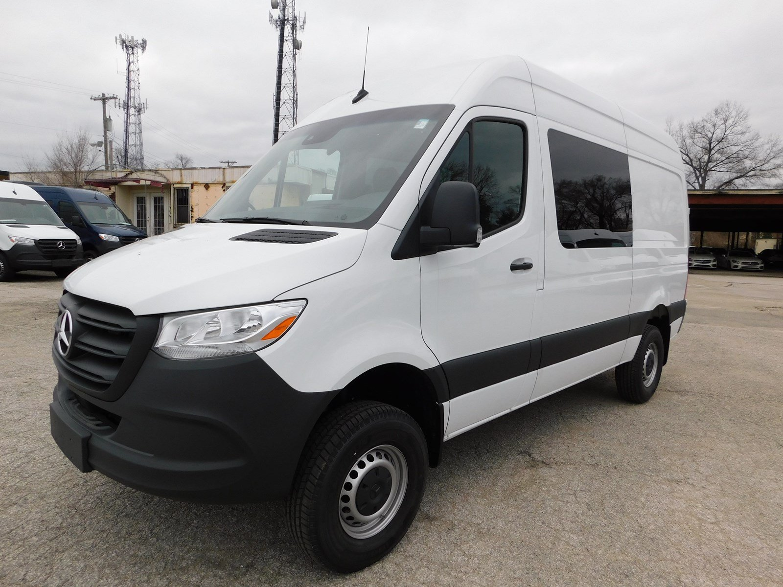 New 2019 Mercedes-Benz Sprinter Crew Van 2500 144 WB 4x4 HR
